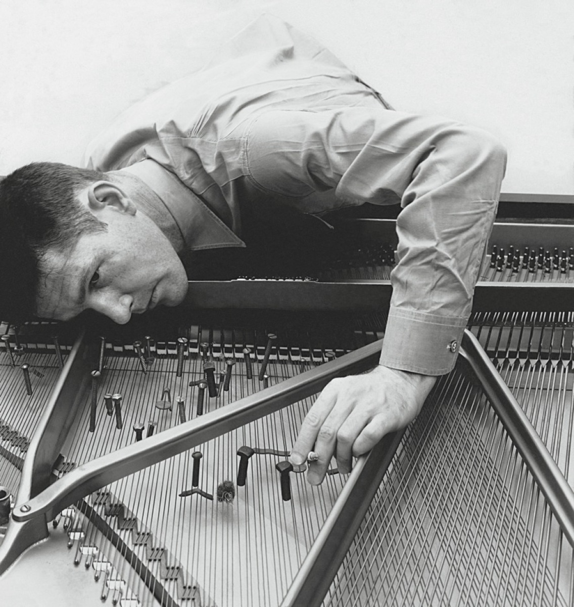 "[Searching for Silence: John Cage's ""Sonatas and Interludes""]"